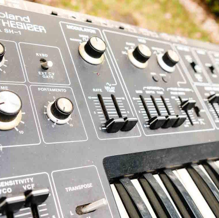 Roland - SH01